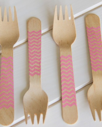 Tenedor de madera chevron rosa