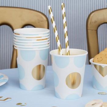 vaso de papel azul y dorado